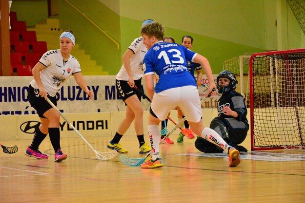 Momentka zo zápasu florbalovej Hyundai extraligy žien FBK Harvard Partizánske – ŠK Slávia SPU DFA Nitra.