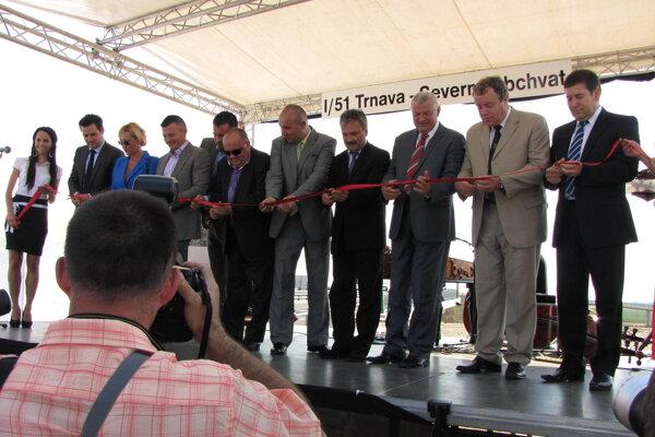 Slávnostné otvorenie severného obchvatu v júni 2012. Kedy sa dočkáme ďalších obchvatov je ešte otázne.
