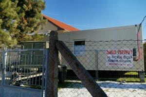 Nulté ročníky v Richnave navštevujú kontajnerovú školu.