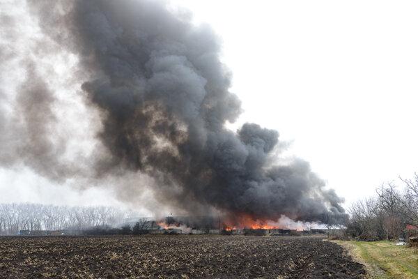 Požiar výrobnej haly v Šuranoch v Novozámockom okrese.