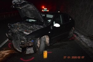 Vodič unikajúceho auta bol opitý.