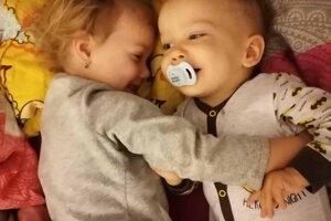 Alex so svojou sestrou Diankou.