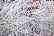 Skartovaný papier patrí v menšom množstve do zmesového odpadu, vo veľkých množstvách je vhodné odviezť ho na zberný dvor.