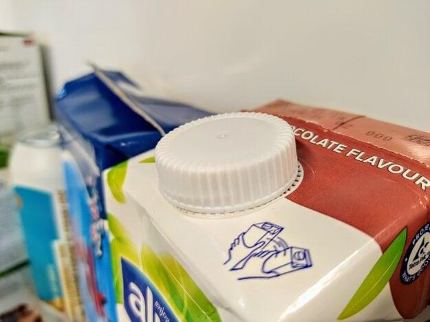 Vždy dbajte na to, aby ste nápojový kartón vyhadzovali prázdny a stlačený na minimálny objem.
