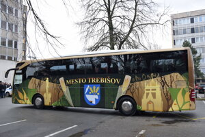 Autobus na cestu vysvätil aj Jozef Gnip, dekan rímskokatolickej cirkvi v Trebišove.