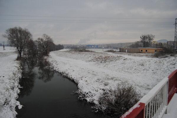 Aj za súkromnú parcelu na dne rieky Sekčov v tejto časti Prešova platia vodohospodári nájomné.