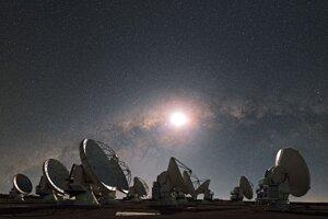 Vesmíru načúvame už niekoľko desaťročí, no stále sme signál od inej civilizácie nezachytili.