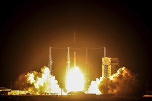 Iránska nosná raketa Símurg (Fénix) v nedeľu úspešne odštartovala z vesmírneho centra v provincii Semnán.