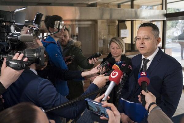 Minister financií SR Ladislav Kamenický prichádza na 195. schôdzu vlády SR 12. februára 2020 v Bratislave.