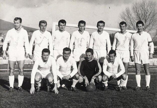 Ján Dinga bol v roku 1959 členom tímu AC Nitra, ktorý prvýkrát postúpil do najvyššej súťaže. Spolu s ním boli v tíme Kubačka, Padúch, Paulis, Staník, Ištok, Krásnohorský, Moravčík, Viktor, Farman, Kisý, Putera, Pucher, Buranský, Cintula, Koník, Urban a Fojtík.