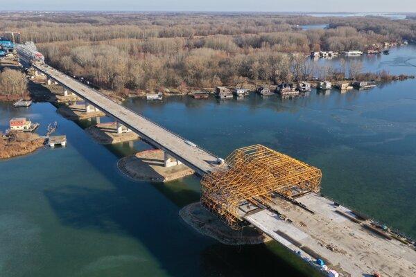 Výstavba Mosta Dunaj, ktorý je súčasťou diaľnice D4.