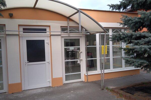 Budova, kde sídlili verejné záchody v Handlovej.