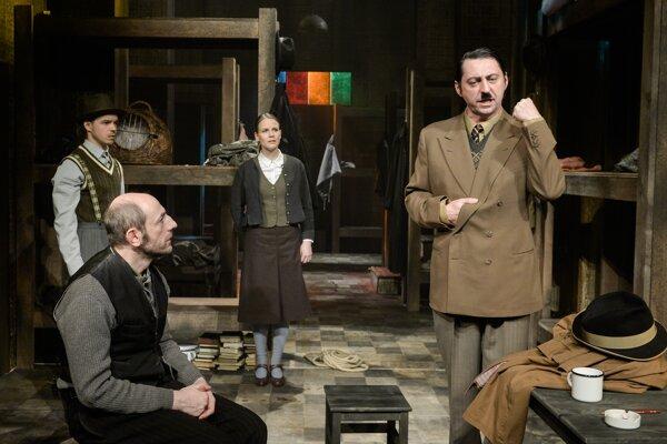 Lacná ubytovňa, židovský bedár Šlomo a mladý Hitler.