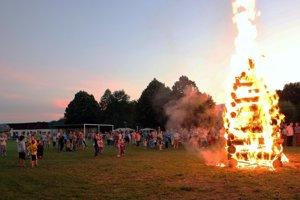 Súčasťou osláv SNP v Malinovej bola aj tradičná partizánske vatra.
