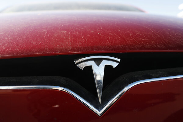Logo automobilky Tesla.