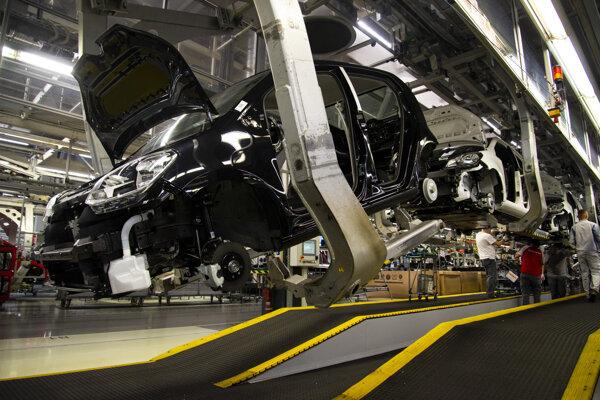 olkswagen Slovakia začala sériovo vyrábať vynovený Volkswagen e-up a modely Škoda Citigo iV a Seat Mii dostali elektrický pohon. Na snímke výroba elektrických vozidiel v montážnej a výrobnej hale 10. decembra 2019 v Bratislave.