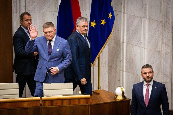 Robert Fico počas mimoriadnej schôdze parlamentu.