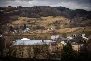 Obec Štiavnik je podľa Jozefa Kuciaka na konci sveta. Za ňou, v lesoch Javorníkov sa už nachádza hranica s Českou republikou.