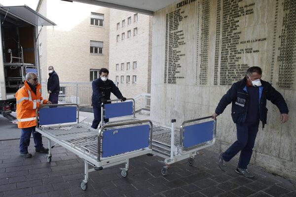Pacient zomrel v nemocnici, kde sa približne 10 dní predtým zotavoval z nesúvisiaceho zdravotného problému.