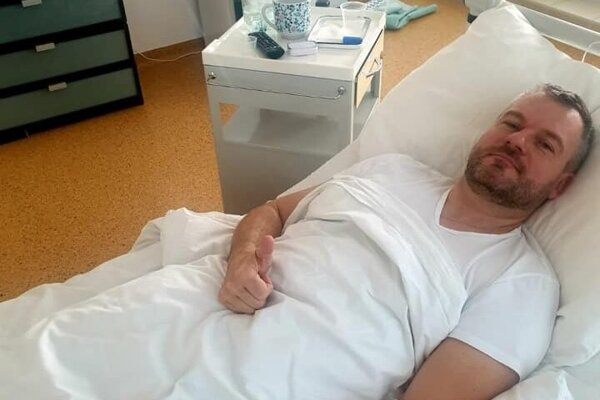 Premiér v nemocnici.