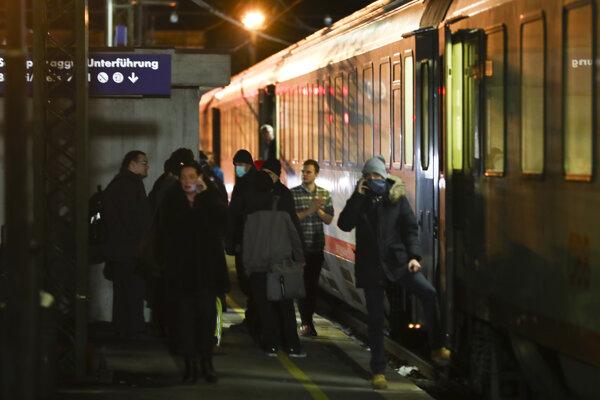 V súprave Eurocity 86 cestovalo približne 300 pasažierov, prevažne Rakúšanov a Nemcov.