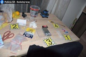 Prípad pre množstvo zaistených drog prevzalo Krajské riaditeľstvo Policajného zboru v Košiciach.