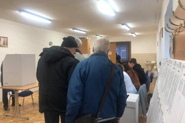 Prví voliči v Pezinku.