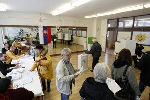 Volebná miestnosť v Trnave.