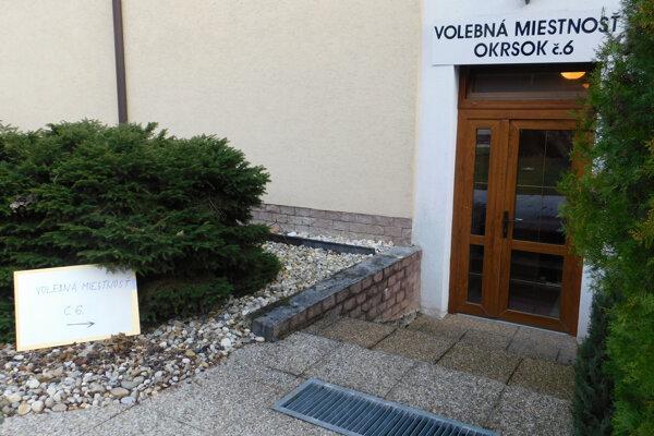Volebná miestnosť v liečebnom dome Mier v Bojniciach.