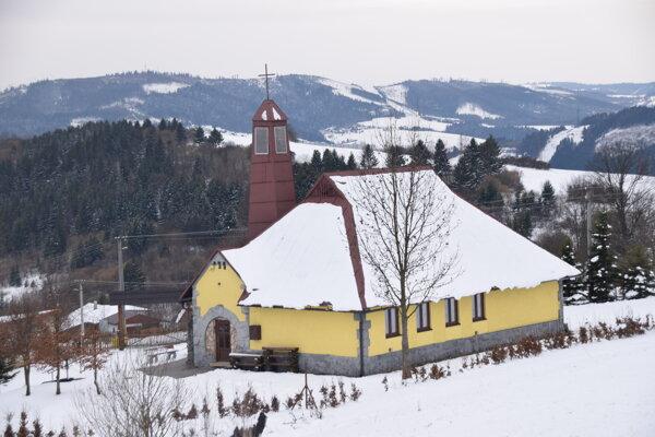 Kaplnka Sedembolestnej Panny Márie vo Svrčinovci - Závrší