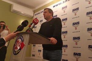 Voľby 2020: Andrej Danko počas brífingu v centrále SNS.