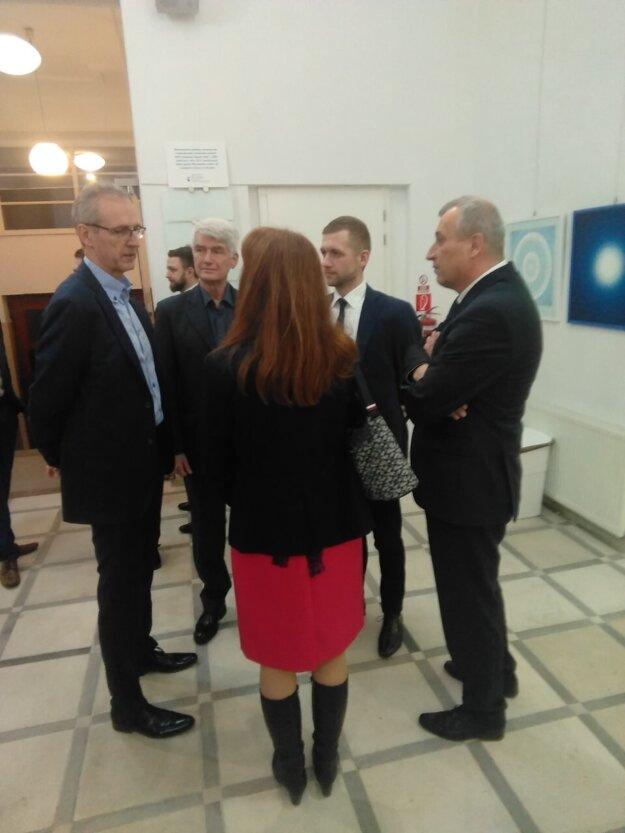 Voľby 2020: Pavol Zajac a Ivan Štefanec debatujú s Evou Gray.