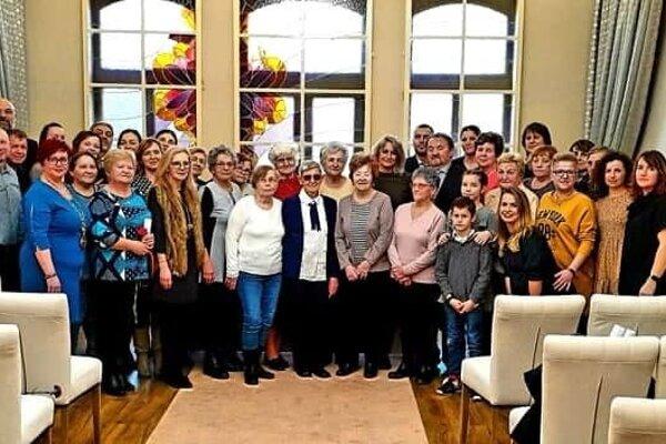 Svojich 85 rokov oslavovala ženská hádzaná v Topoľčanoch. V piatok sa uskutočnilo slávnostné prijatie u primátorky Topoľčian. Zúčastnili sa ho súčasné i bývalé hádzanárky.