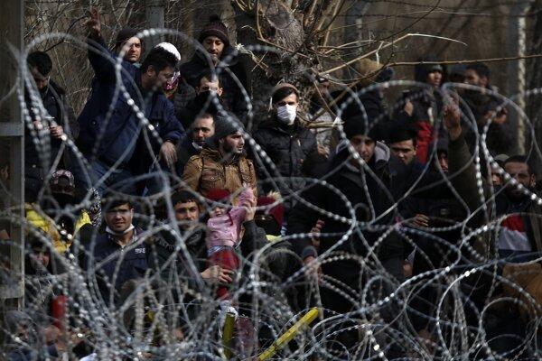 Migranti pri obci Kastanies.