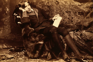 Spisovatelia, napríklad Oscar Wilde, písali lyrické verše a rozprávky - súčasne však aj erotické či pornografické dielka.