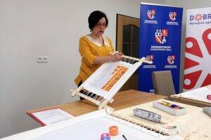 Školu vedie Iveta Smileková.