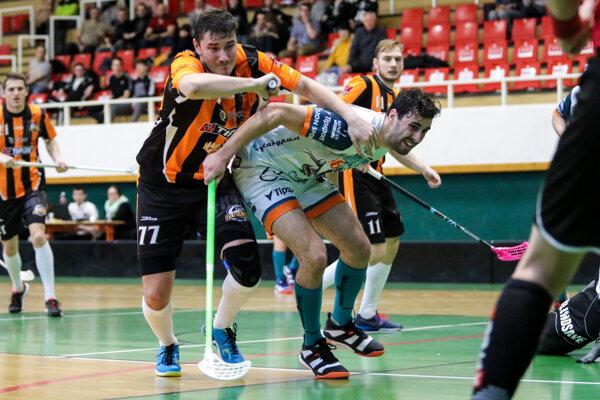 Obrany oboch tímov zvádzali v sobotu s ofenzívou súpera poriadne súboje.