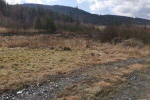 K prepadu došlo na tejto poľnej ceste vedúcej popri železničnej trati z Krompách do Kluknavy.