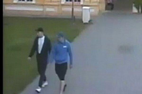 Polícia pátra po totožnosti dvoch mužov.