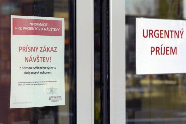 V nemocnici v Šaci stále platí zákaz návštev.