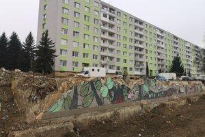 Po bytovke ostali už len základy. Majitelia rozhodnú, čo bude s týmto miestom ďalej.