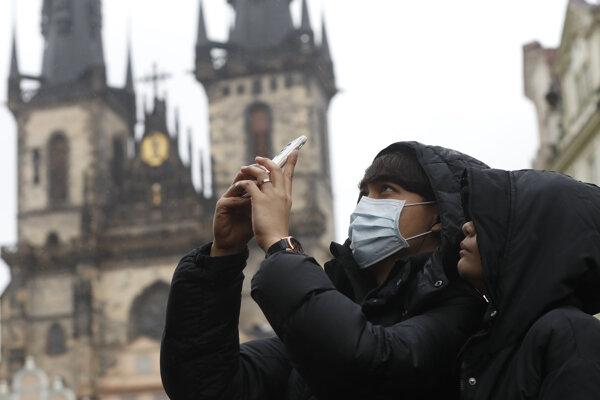 Turisti v Prahe.