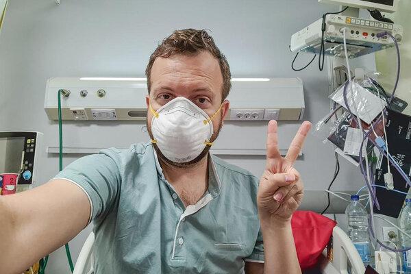Američan Matt Swider sa ocitol v karanténe pre Covid-19 počas svojho pobytu v Egypte. prvý test mal pozitívny, druhý už ochorenie nepotvrdil. Priebeh karantény a prístup tamojších lekárov opisoval cez twitter.