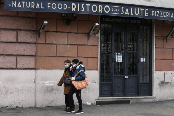 Zatvorené obchody, takmer nikto na uliciach. Tak vyzerá v týchto dňoch Taliansko.