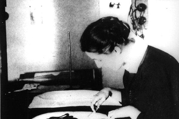 Lotte Reinigerová pri svojej práci.