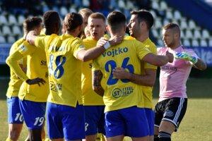 Michalovskí futbalisti čakajú na rozhodnutie kompetentných. Radi by ešte pokračovali v sezóne.