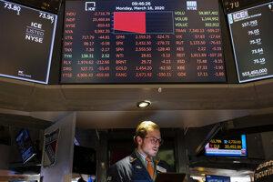 Kolaps na akciových trhoch pokračoval aj na začiatku nového týždňa.