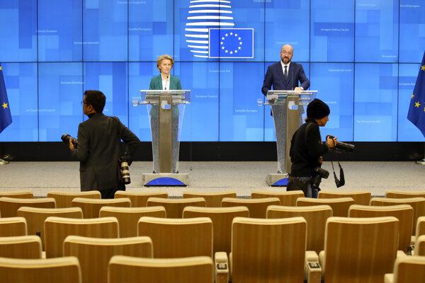 Koronavírus vyprázdnil aj bruselské priestory určené na tlačové konferencie.