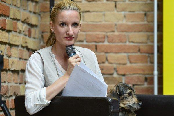 Adela Banášová mala na festivale moderovať talkshow Trochu inak.