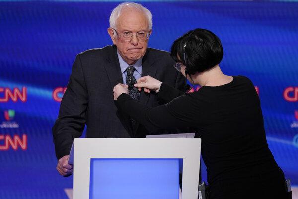 Senátor Bernie Sanders počas televíznej debaty demokratických kandidátov v televízii CNN.